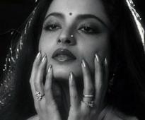 When Anupam Kher called Rekha 'NATIONAL VAMP' after her husband Mukesh Agarwal committed suicide!