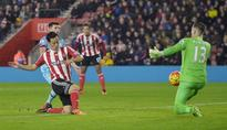 Yoshida boosts 10-man Southampton