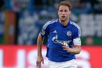 World Cup winner Hoewedes commits future to Schalke