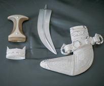 Oman craftsman keeps khanjar alive for posterity