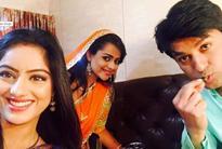 'Diya Aur Baati Hum' actors Deepika, Neelu and others celebrate Anas' birthday on sets [PHOTOS]