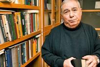 Writer Akram Aylisli detained by Police at Heydar Aliyev Airport