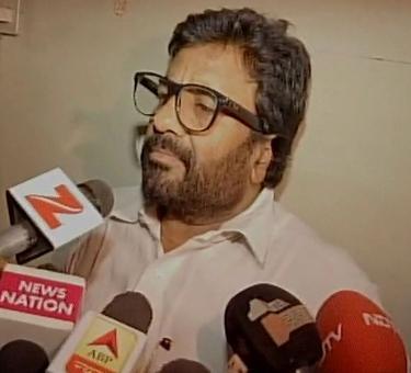 Delhi Police files FIR against Sena MP for assaulting AI staffer