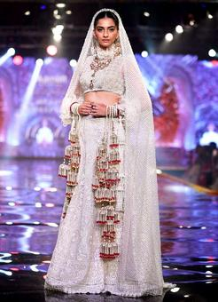 Sonam turns bride for Abu Jani & Sandeep Khosla