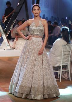 Asli showstoppers: SRK and Anushka