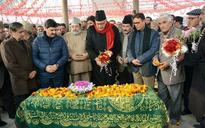 Farooq Abdullah courts controversy, pledges support to Hurriyat