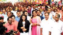 Rousing welcome for P V Sindhu, Sakshi Malik in Kerala