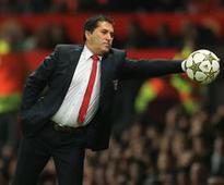 Porto poach coach Peseiro from Al Ahly