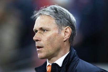 Van Basten quits Dutch national team for FIFA job