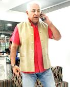 Dalip Tahil hits the stage