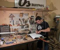 Hand-made electric guitars from Almeria in demand around the world