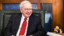 Warren Buffett, Facebook's Sandberg Among Execs Endorsing Clinton
