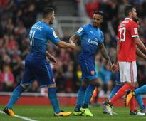 Pre-season friendlies: Theo Walcott scores brace as Arsenal blast five past Benfica in Emirates Cup