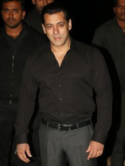 PIX: Bipasha parties with Salman on his birthday