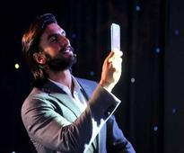 Ranveer Singh dances to 'Samsung Style' at the launch of Galaxy S4 in Mumbai | Watch