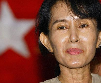 John McCain writes to Suu Kyi, requests her to help stop atrocities against Rohingyas
