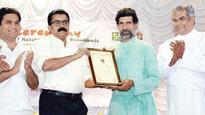 Fr Prasanth Palakkapillil presented with Edulight Award