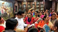As more cops suffer injuries, families meet CM, Raj, Uddhav