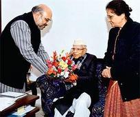 Cong veteran N D Tiwari in BJP domain