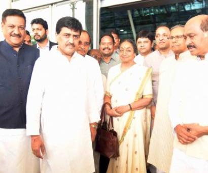 Meira Kumar lands in Mumbai, will meet legislators, allies over dinner