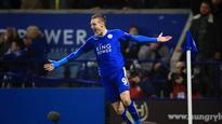 10:06Leicester striker Jamie Vardy wins Football Writers' award
