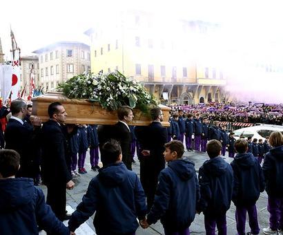 PHOTOS: Fans, players say goodbye to Fiorentina captain Astori