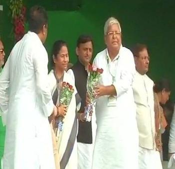 Mamata, Akhilesh, Sharad Yadav at Lalu's mega 'BJP bhagao' rally