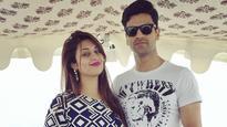 Watch: Divyanka Tripathi and Vivek Dahiya croon 'Lag Ja Gale' on a romantic boat ride in Udaipur