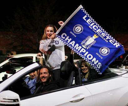EPL PHOTOS: Euphoric Leicester fans throng streets in celebration