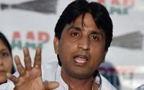 AAP ranks miffed with Kumar Vishwas over his 'don't stay in 5-star' comment