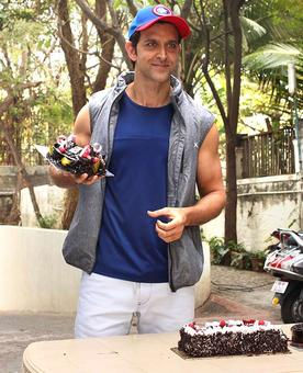 Hrithik's birthday with Sussanne, friends, fans