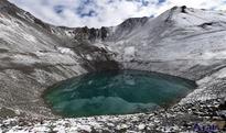 11th Panchen Lama worships sacred lake in Xigaze