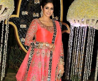 Sri Devi lay beautiful in a red sari: Hema Malini