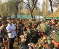 Defence Minister and Army Chief review security in Kashmir - meet forward troops