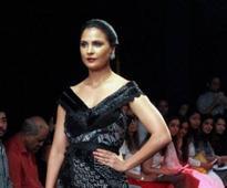 Lara Dutta walks the ramp for Eshaa Amiin at LFW