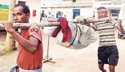 Official suspended over breaking woman's body, carrying it on bamboo pole