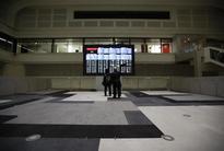Asia stocks edge up on optimism over global growth, dollar soft