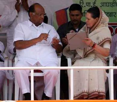 Pawar meets Sonia amid talks of joint Prez nominee