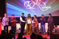Fadnavis stands by artistes, assures to improve condition of auditoriums