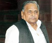 Mulayam calls on hospitalised Chautala