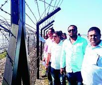 MLAs inspect border fence