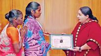 Injured maid from Saudi gets Rs 10 lakh from TN CM
