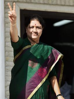 'Chinnamma' Sasikala to be new Tamil Nadu CM