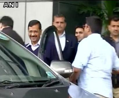 Kejriwal returns to Delhi after naturopathy, meets ministers