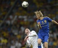 Soccer-Zenit Poised To Re-Sign Tymoshchuk, Say 'Nyet' To Arshavin
