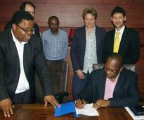 The Netherlands and South Africa sign for water and sanitation project