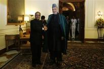 Karzai gives India military equipment