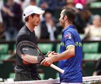 Andy Murray beats Radek Stepanek in five sets in French Open first round