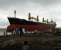 Bulk carrier washes ashore at Valsad coast of Gujarat