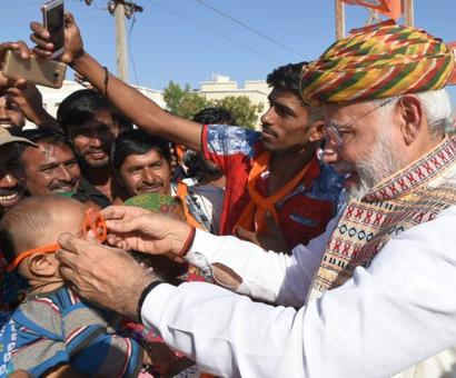 Modi attacks Congress in Gujarat, says he sold tea, but not nation